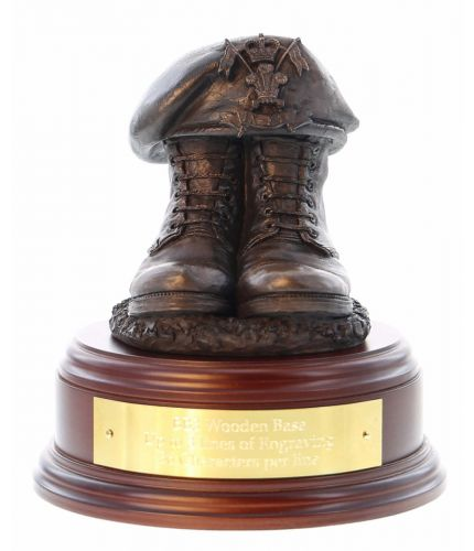 9th/12th Lancers Boots and Beret, cast in cold resin bronze and we offer this Boots and Beret on a choice of presentation bases, the BB2, BB3 and BB4 have room to add an engraved plate.