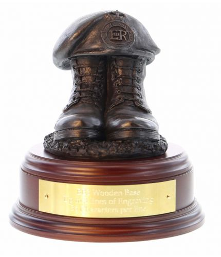 Blues and Royals Household Cavarly Regiment Boots and Beret, handmade and cast in cold resin bronze. We offer a range of wooden base and engraving options