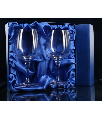A Pair of Gin Balloon glass in a very smart presentation box. Perfect for long Gin drinks, this glass comes with inclusive personalised hand engraving.