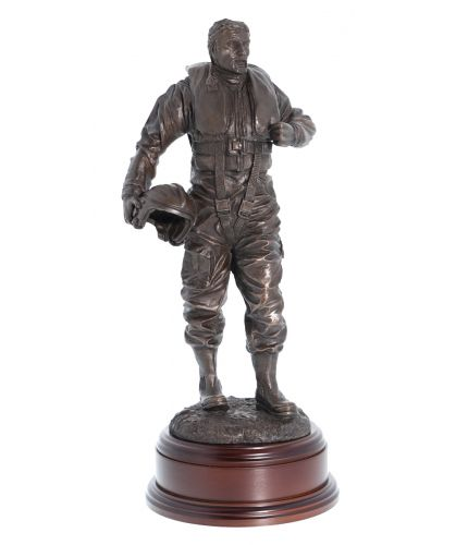 RNLI Lifeboat crewman. This sculpture makes the perfect crew or supporter's achievement or retirement gift. We offer a personalised engraved brass plate as standard to make a great gift for members of the Lifeboat Service (RNLI).