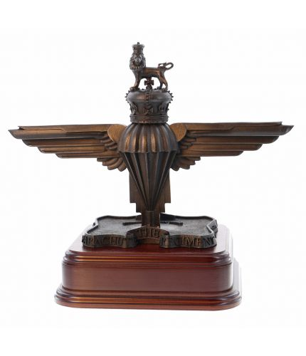 A 3D verson of the Parachute Regiment Capbadge. We offer this style of wooden base and an engraved brass plate as standard.