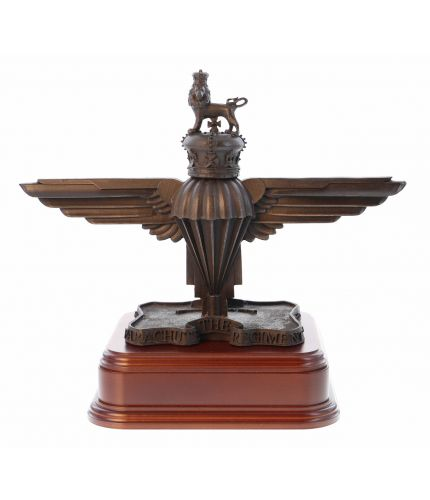 A 3D verson of the 3 PARA Parachute Regiment Capbadge. We offer this style of wooden base and an engraved brass plate as standard.