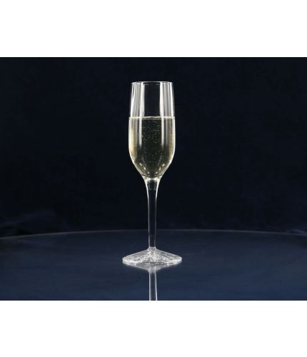 A Plain Style of Crystal Champagne Flute. Engraving is included on this piece of crystal. As this is a J product we only offer transit packing.