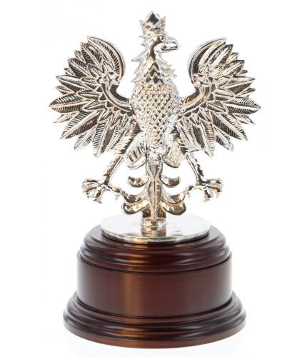 A pewter sculpture of the 7 Regiment, Royal Logistic Corps (RLC) Polish Eagle. Mounted on a wooden base and includes an optional engraved nickel silver plate.