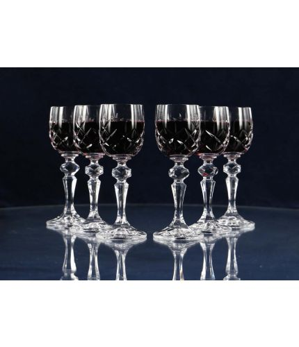 A set of six fully cut style port glasses, no engraving is possible. As this is a J product we only offer transit packing.