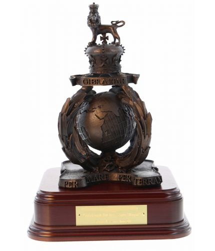 A 3D version of the Royal Marines Commando capbadge, the Globe and Laurel.  We include an engraved plate as standard