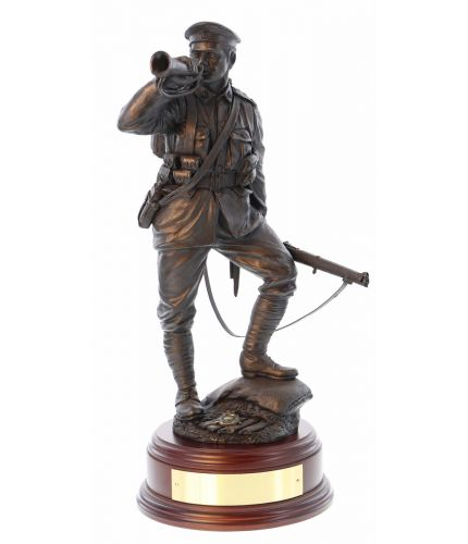 Royal Marine World War 1 Light Infantry Bugler. This is a 12 inch scale historical WW1 statue which make a lovely ornament of reminder of service in the Royal Marines. We include the woodn base and an engraved brass plate as standard.