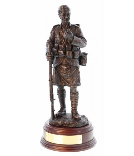 This is 'Old Jock' a veteran Scottish Infantryman during the early stages of the Great War. He'll have seen service in South Africa or anywhere within the British Empire. We include this wooden base as standard, and an engraving plate free of charge.
